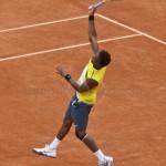 Gael Monfils Rol Garros 2009 smash 325